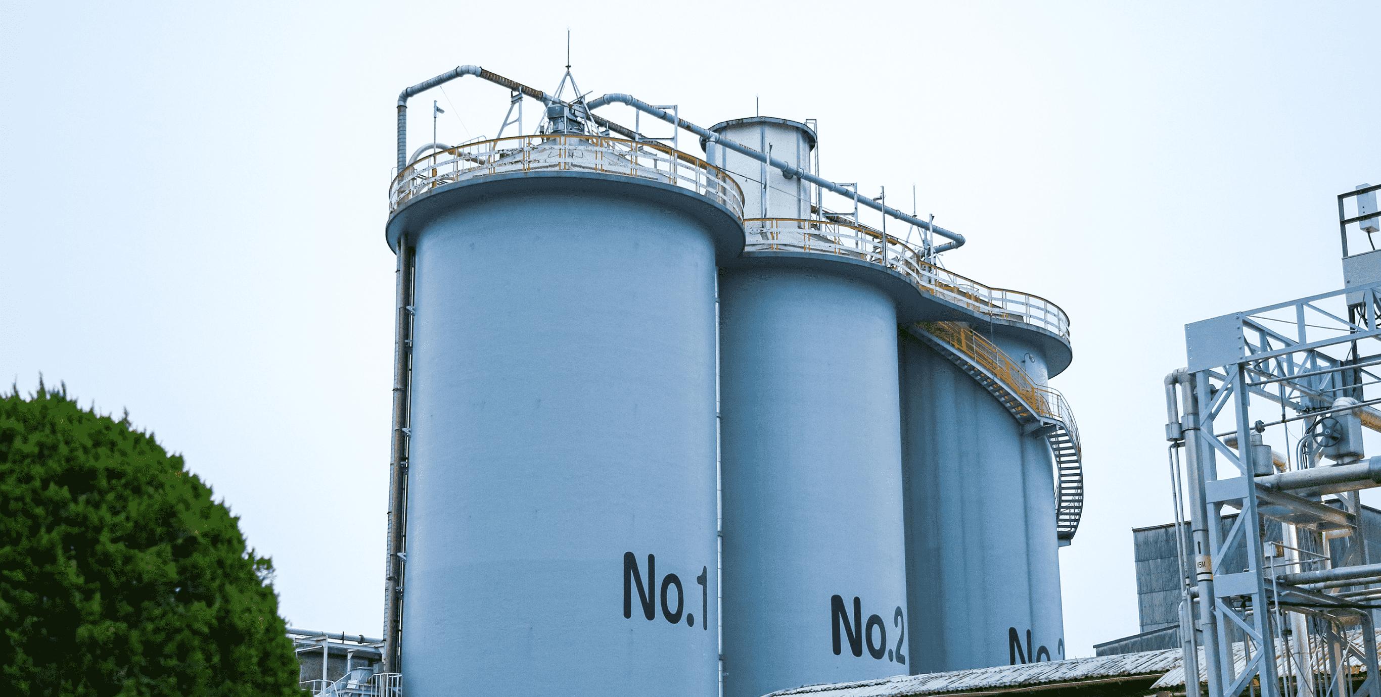 ソアロンの原材料が貯蔵されているタンク